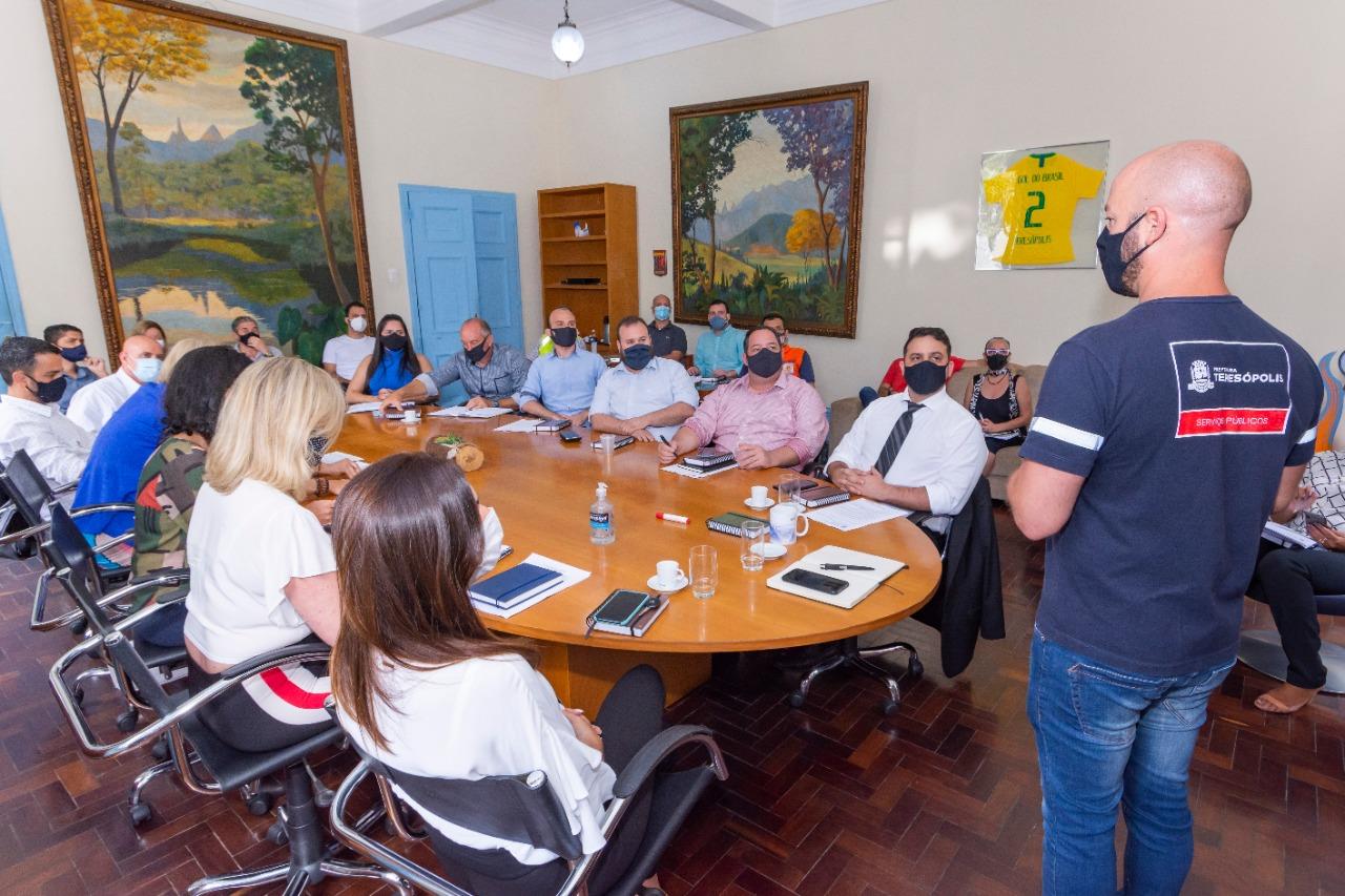Vinícius Claussem se reúne com secretários. (Foto: Bruno Nepomuceno)