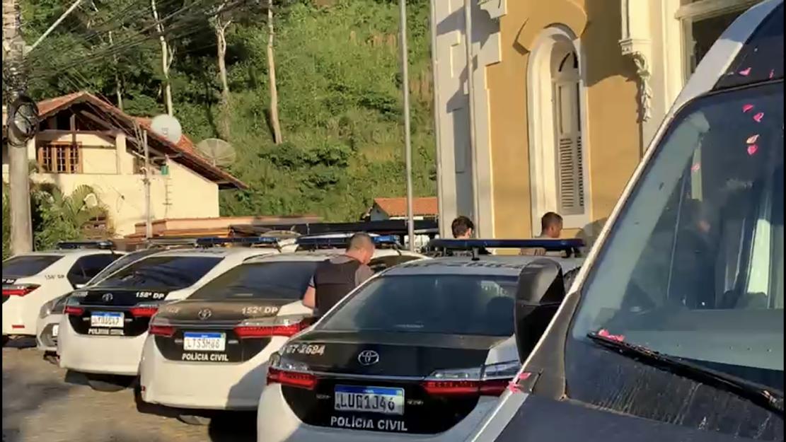 Polícia Civil cumpre mandados de prisão em Bom Jardim, RJ. (Foto: Reprodução)