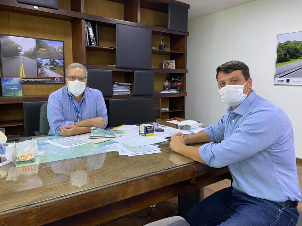 Bernardo Rossi e o secretário estadual de Cidades, Uruan Cintra. (Foto: Divulgação).