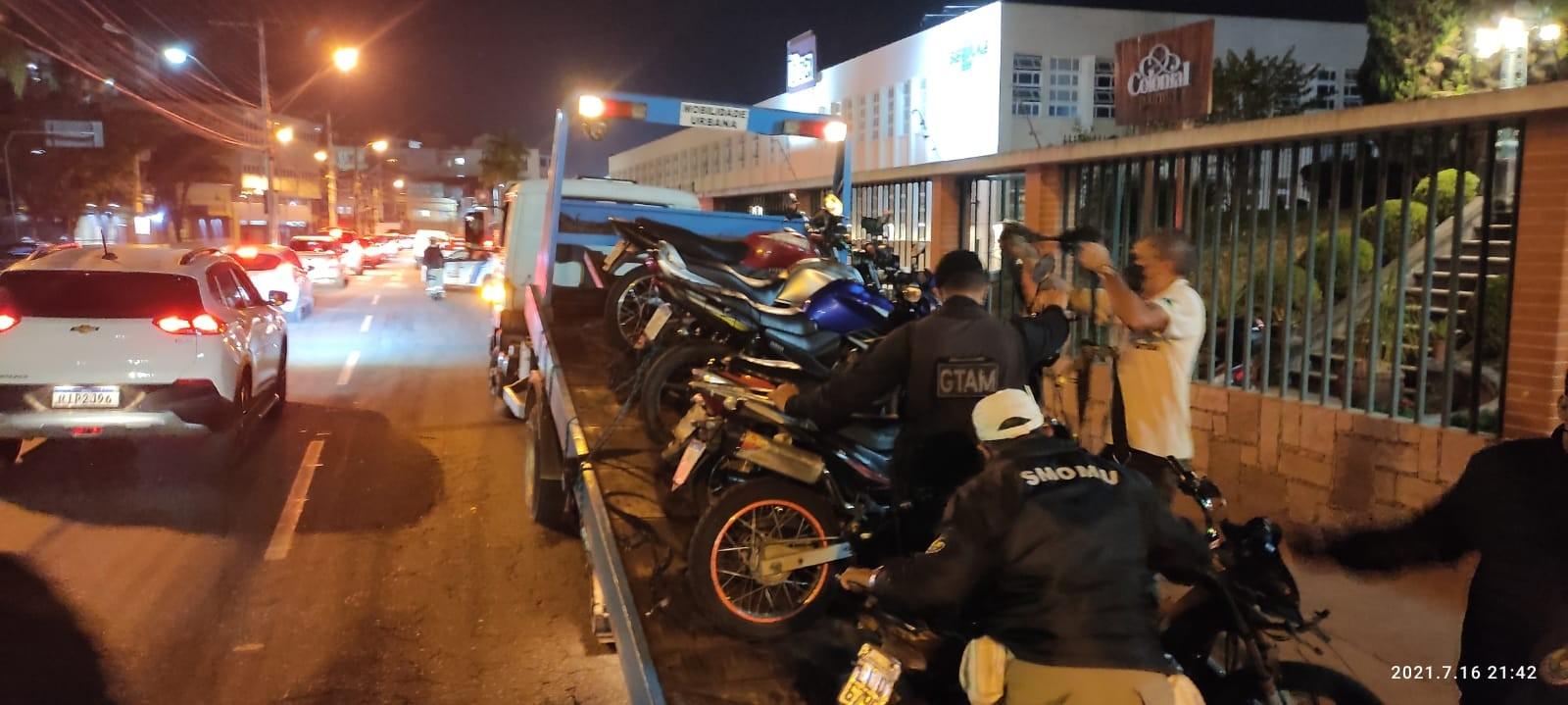 Motos foram apreendidas em operação da SMOMU. (Foto: Divulgação/PMNF)